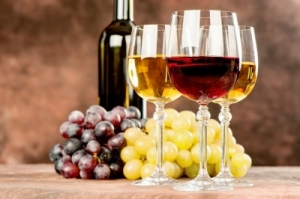 wine grapes glasses